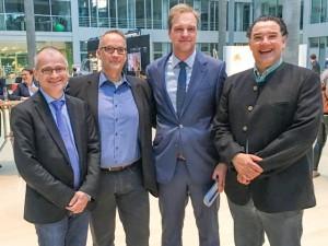 Vorstand gemeinsam mit dem Tagungspräsidenten (v.l.n.r.): Prof. Dr. med. Uwe Paasch, Dr. med. Nikolaus Seeber, PD Dr. med. Peter Arne Gerber, Dr. med. Gerd-Martin Kautz